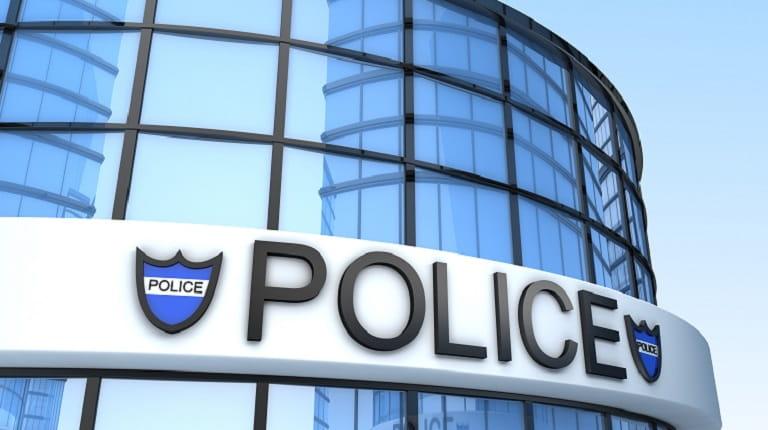 警察に依頼した場合との成功率を比較