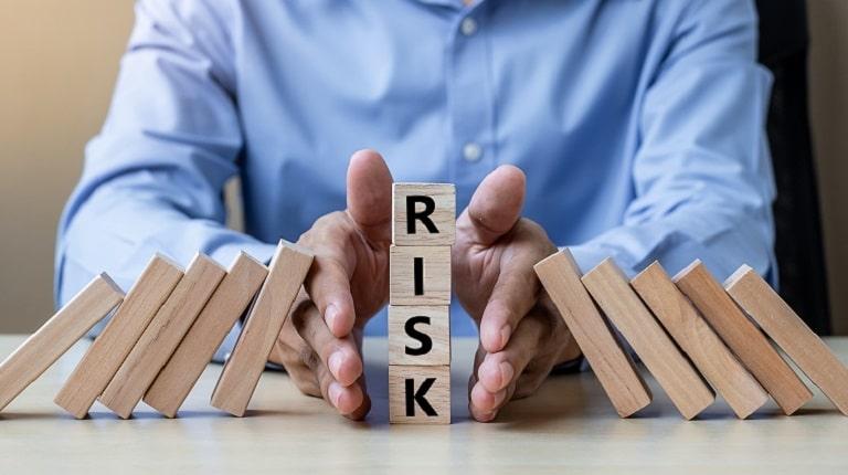 ネット上で人探しをする際のリスク