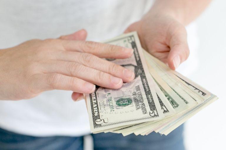 人探しの費用相場と、料金が高額になるケース